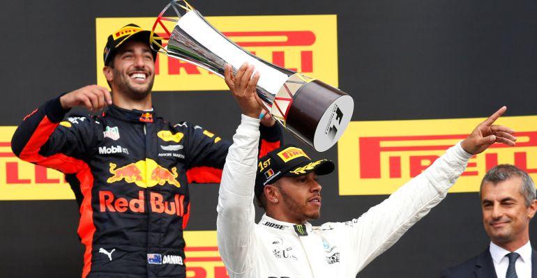 Hamilton se lleva la victoria y aprieta el Mundial
