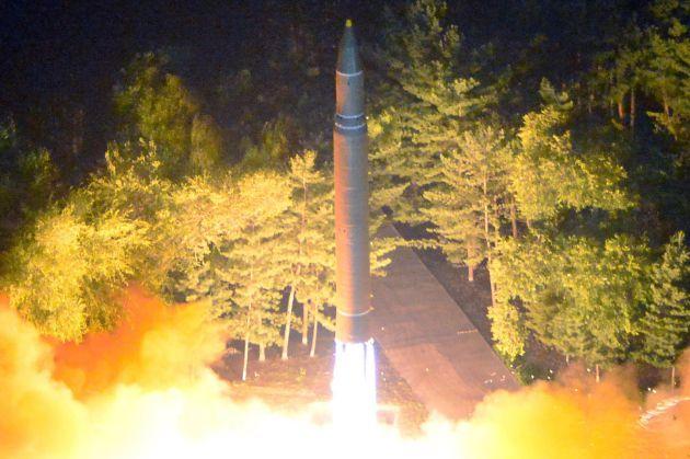 Lanzamiento de un misil ICBM Hwasong-14 el 28 de julio de 2017, en una ubicación no informada de Corea del Norte.