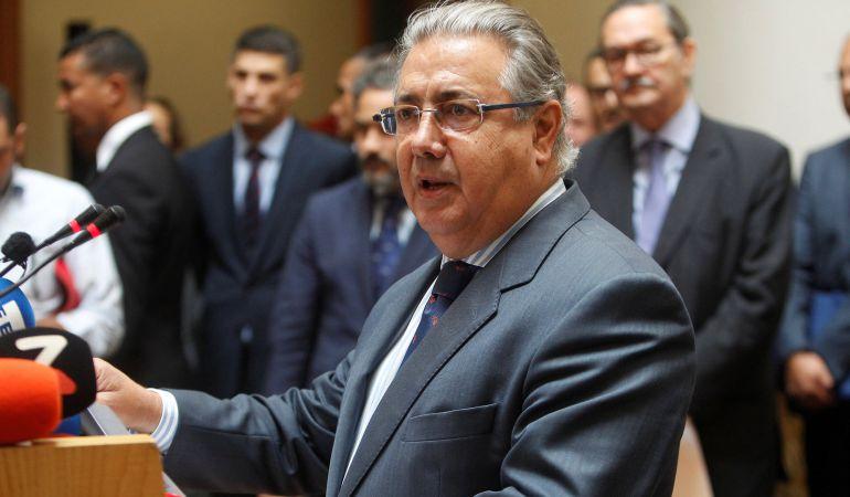 Zoido anima a trabajar sin descanso porque no descarta for Ministro del interior espanol