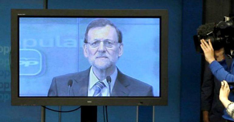 Imagen de la famosa comparecencia de Rajoy a través de un plasma en febrero de 2013