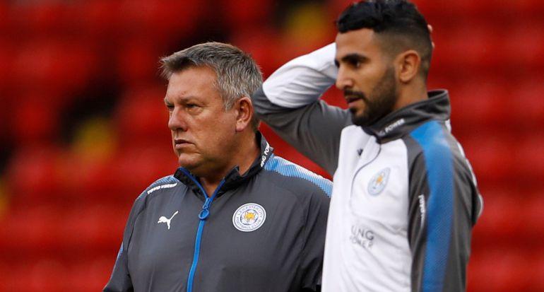 Mahrez habla con el entrenador del Leicester City