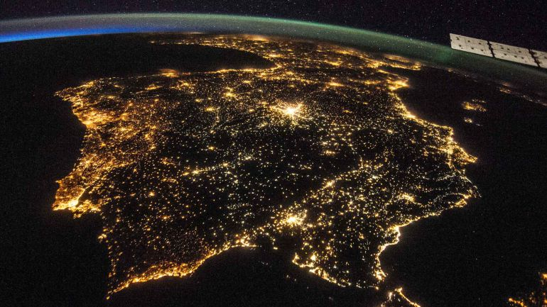 Imagen nocturna de la Península Ibérica realizada desde el espacio.