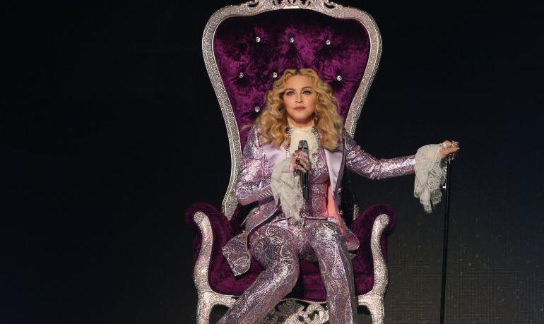 La cantante Madonna durante su homenaje a Prince en los premios Billboard de la música en 2016.