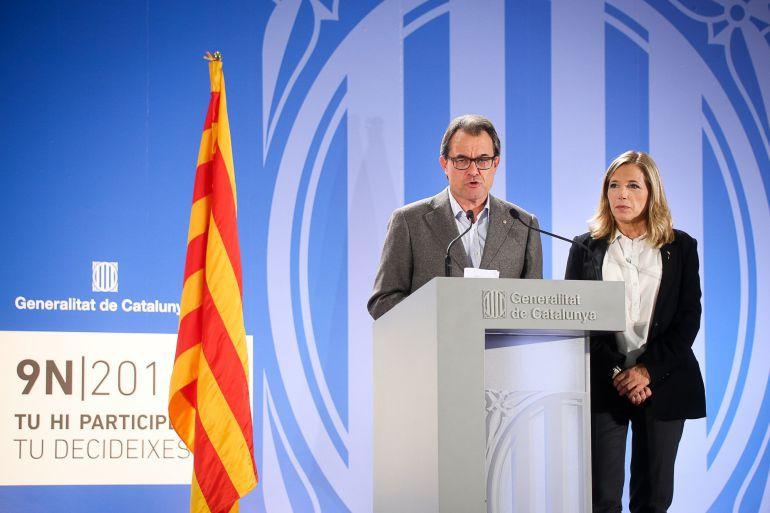 El president catalán, Artur Mas, comparece ante los medios en el centro de datos tras el 9-N