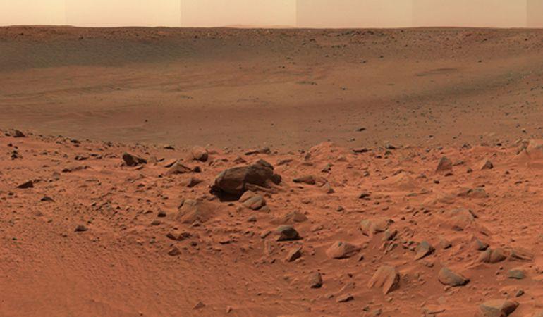 Imagen panorámica de la superficie de Marte, tomada por el rover Spirit de la NASA