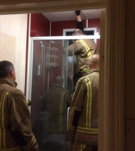 Los bomberos en el lugar de los hechos.