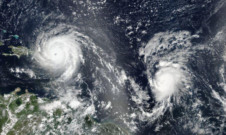 Imagen de la NASA del huracan Irma y del Huracan José que sigue la trayectoria del primero dejando atrás la isla de Puerto Rico y dirigiendose a República Dominicana