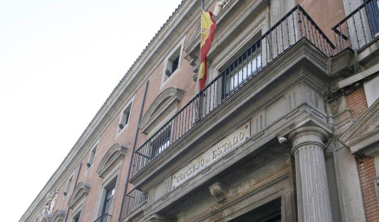 Fachada de la sede del Consejo de Estado cuyos miembros se han reunido hoy despues de la aprobación de la ley catalana del referéndum.