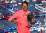 MCX001. New York (United States), 10/09/2017.- Rafael Nadal of Spain celebrates with the championship trophy after defeating Kevin Anderson of South Africa to win the US Open Tennis Championships men's final round match at the USTA National Tennis Center in Flushing Meadows, New York, USA, 10 September 2017. The US Open runs through September 10. (España, Abierto, Tenis, Nueva York, Sudáfrica, Estados Unidos) EFE/EPA/DANIEL MURPHY *** Local Caption *** 53000073