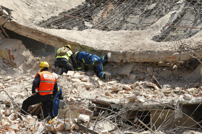 Las labores de rescate continúan en el Juchitán.