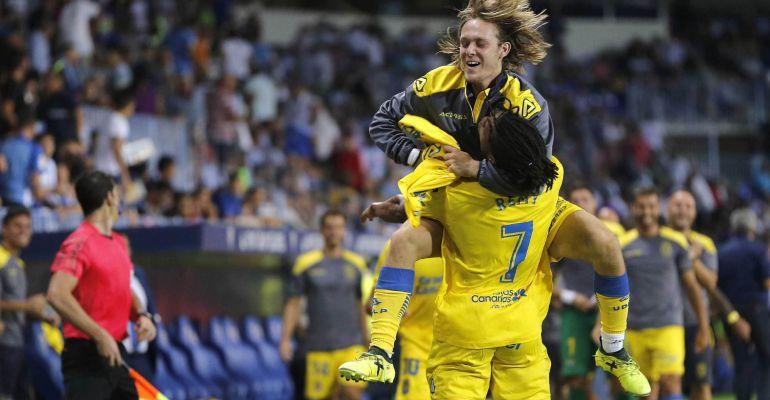 Halilovic y Remy celebran el tercer tanto en La Rosaleda