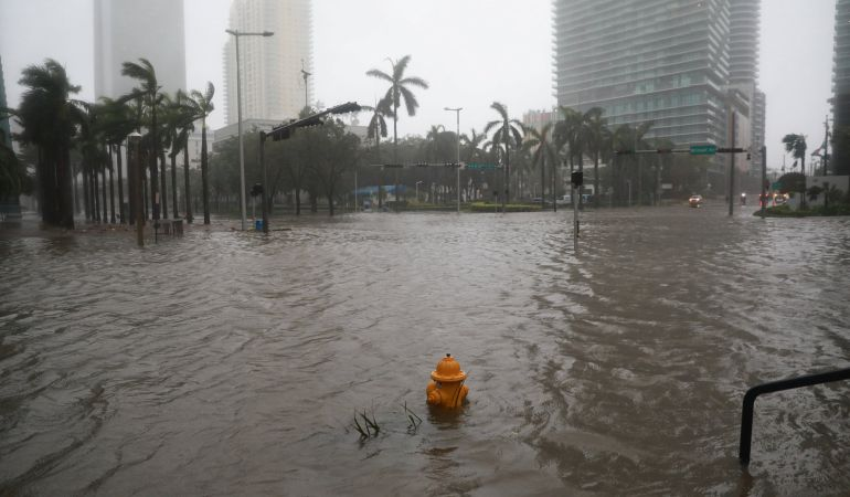 El barrio de Brickell en Miami, Florida inundado por el paso del huracán Irma.