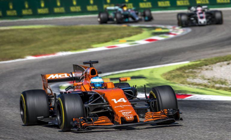 Fernando Alonso rueda con con su McLaren-Honda