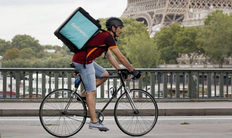 Un ciclista de Deliveroo.