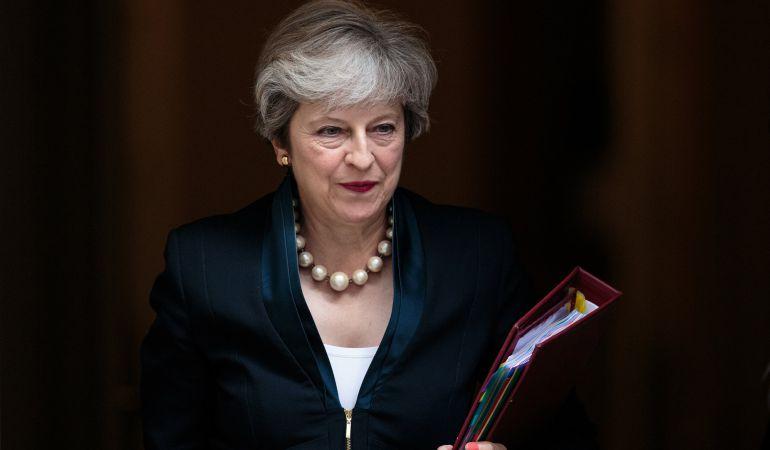 La Primera Ministra Británica atraviesa Downing Street en Londres (Reino Unido).
