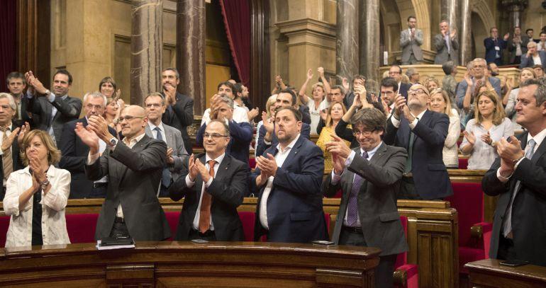 El Constitucional tumba la ley que regula el tránsito a la república catalana
