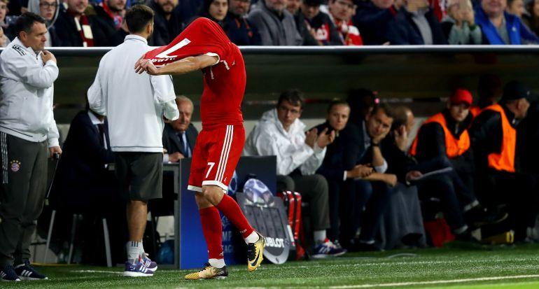 Franck Ribéry, después de ser sustituido por Ancelotti en el partido de la Champions entre el Bayern y el Anderlecht.