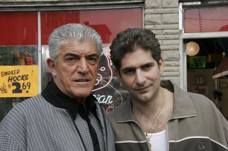 Frank Vincent junto a Michael Imperioli en una escena de 'Los Soprano'