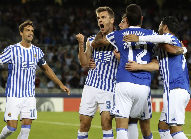 El defensa de la Real Sociedad, Diego Llorente, celebra un gol ante el Rosenborg.