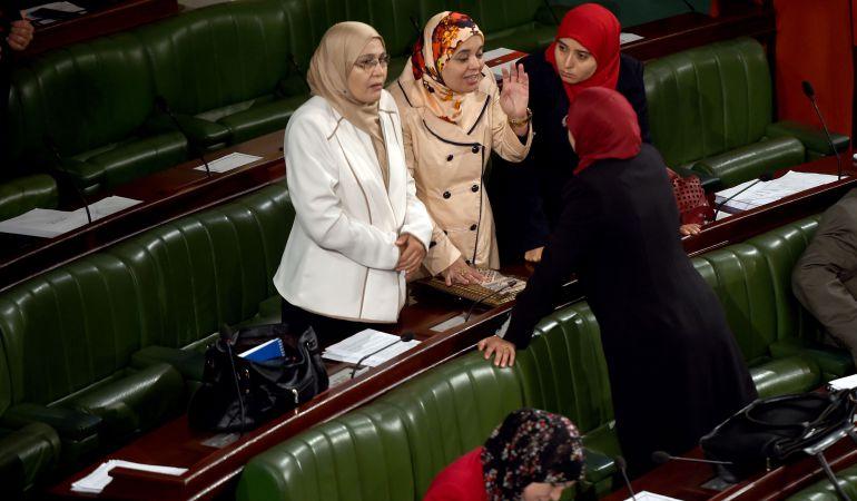 El partido islamista Ennahdha durante un debate en el Parlamento de Túnez.