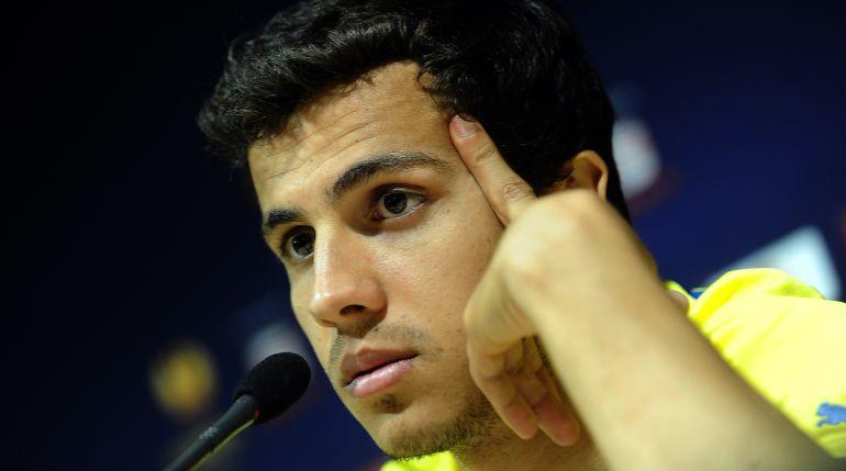 Nilmar en rueda de prensa durante su etapa en Villareal