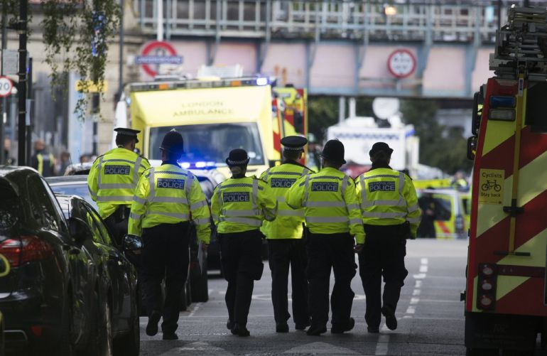 Miembros de los servicios de emergencia de Londres.