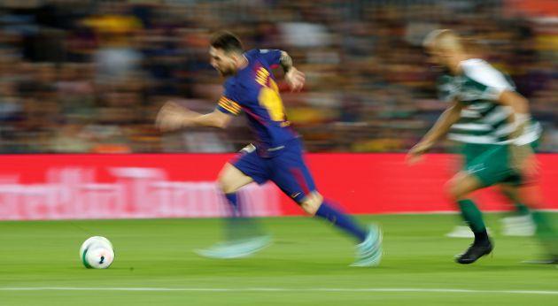 Messi, al ataque en el partido entre el Barcelona y el Eibar.