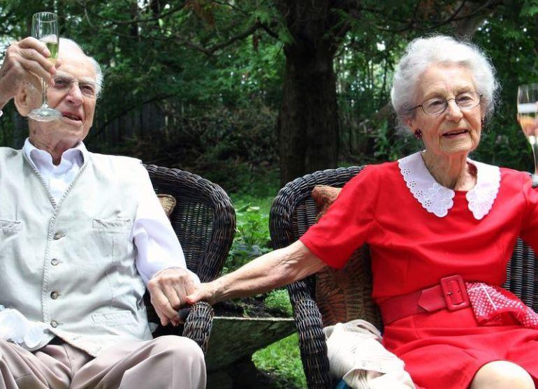 George y Jean Spear durante la celebración del 72 aniversario en 2014.