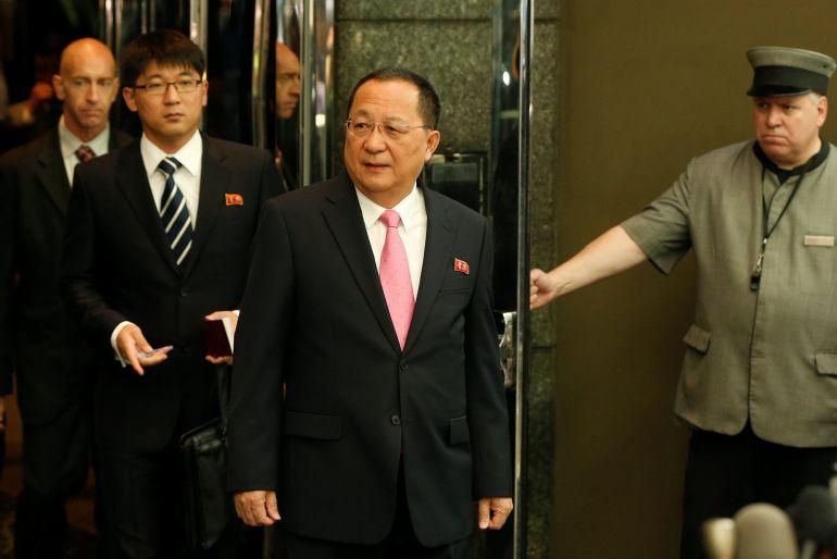 El ministro de Exteriores norcareano, Ri Yong-ho, a su salida del hotel en Nueva York
