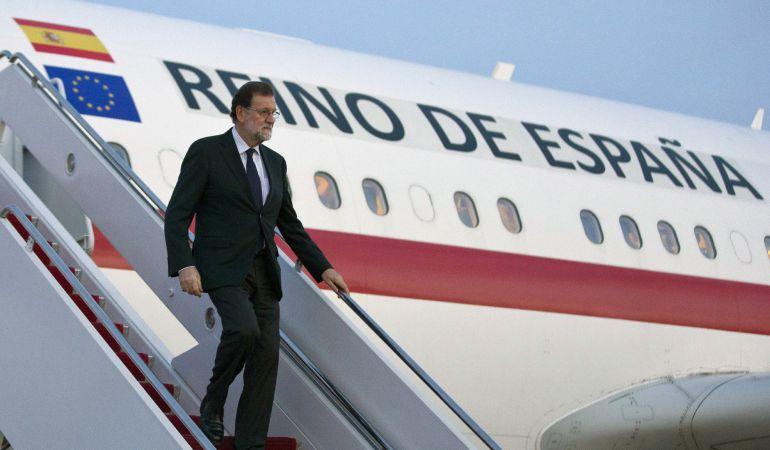 Imagen facilitada por Presidencia del Gobierno, de la llegada del jefe del Gobierno español Mariano Rajoy a Washington, para entrevistarse este martes en la Casa Blanca con el presidente de Estados Unidos, Donald Trump.