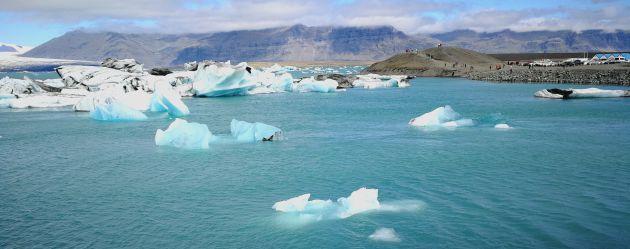 La laguna del glaciar Jokur da para pasar horas y horas mirando embobado