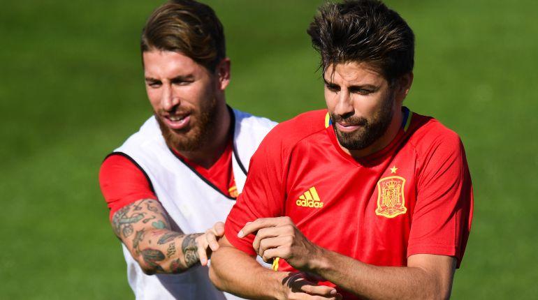 Ramos y Piqué, durante un entrenamiento con la Selección
