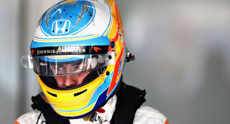 Fernando Alonso, en el box de McLaren durante este viernes en Malasia