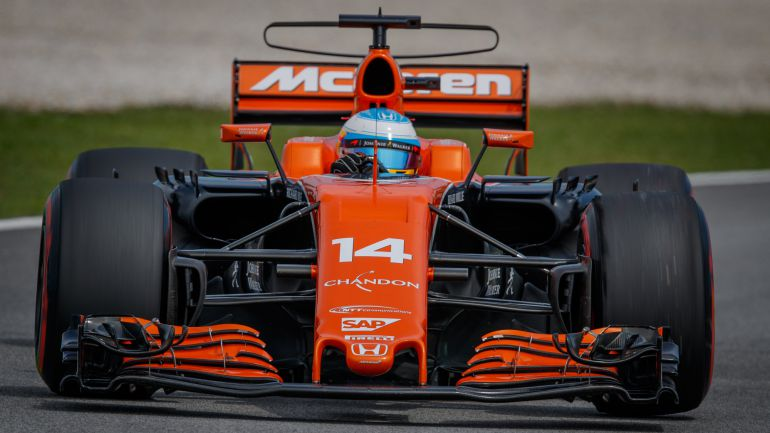 El McLaren de Alonso circulando en el circuito de Malasia