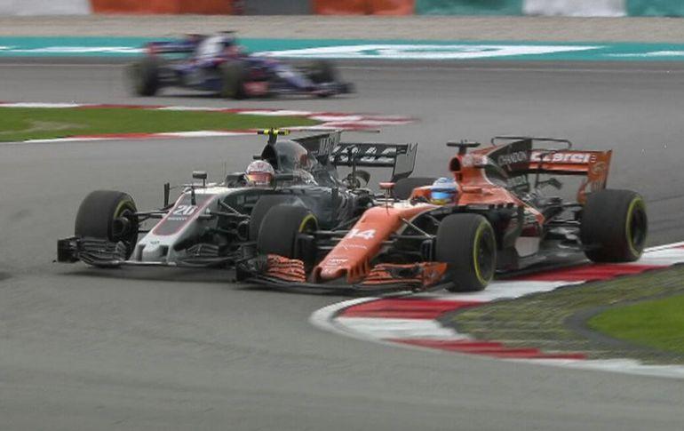 El adelantamiento de Fernando Alonso a Magnussen que ha enfadado mucho al asturiano