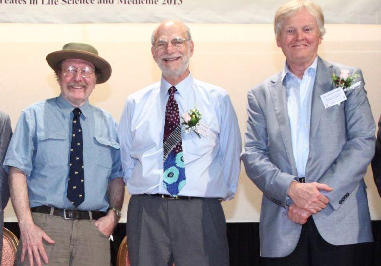 Fotografía de archivo fechada el 25 de septiembre de 2013 que muestra a los estadounidenses Jeffrey C. Hall, Michael Rosbash y Michael W. Young.