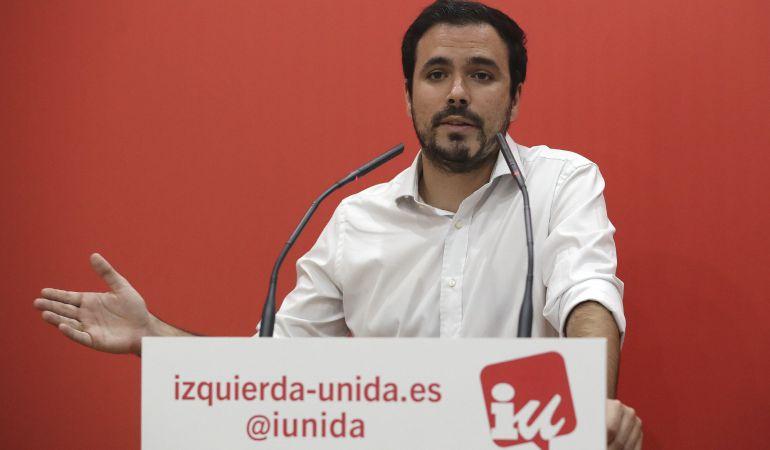 El coordinador federal de Izquierda Unida, Alberto Garzón, durante la rueda de prensa ofrecida hoy en la sede de la fundación de IU, en Madrid, para valorar la situación política en Cataluña tras la jornada del 1-O, entre otros asuntos de la actualidad política.