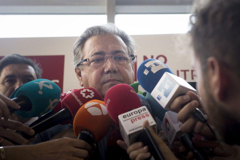 El ministro de Interior, Juan Ignacio Zoido,contesta a las preguntas de los periodistas.