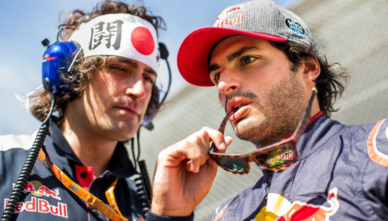 Carlos Sainz, junto a su ingeniero Marco Matassa