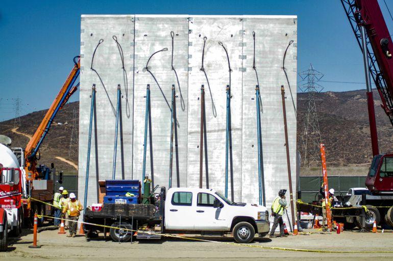 Vista general de uno de los 8 prototipos de muro que se construyen en el área de la Mesa de Otay, en la fronteriza ciudad de Tijuana, en el estado de Baja California (México).