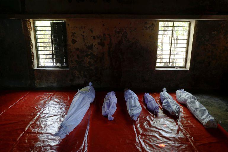 Cuerpos de refugiados Rohingyas que fallecieron cuando trataban de cruzar de Birmania a Bangladesh por el boca de mar de  Sah Porir Dwip que separa ámbos países.