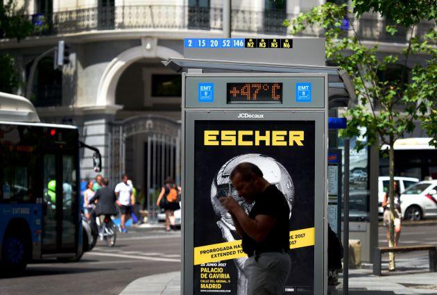 El termómetro de una parada de autobús en el centro de Madrid marcaba 47 grados el 13 de julio de 2017.
