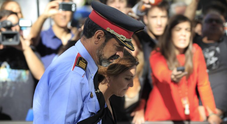 """La Guardia Civil acusa al mayor Trapero, en conexión con Puigdemont, de """"flagrante inacción"""" ante el 1-O"""