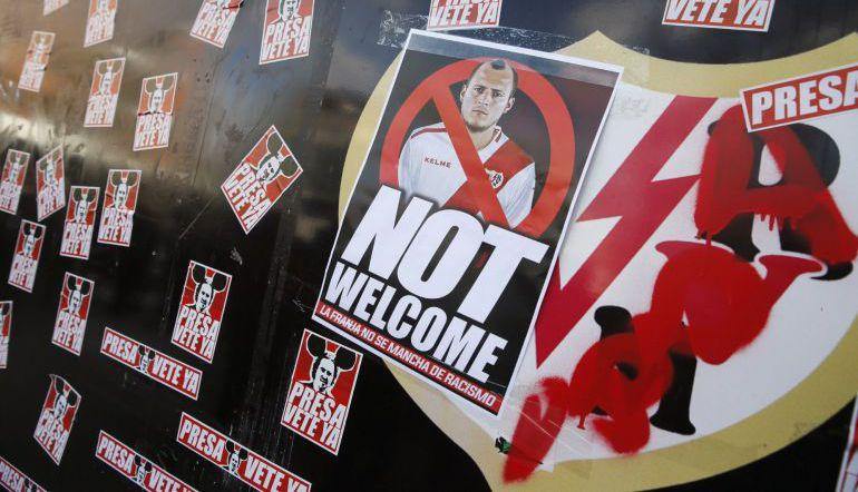 Seguidores del Rayo mostraron su rechazo al fichae del ucraniano