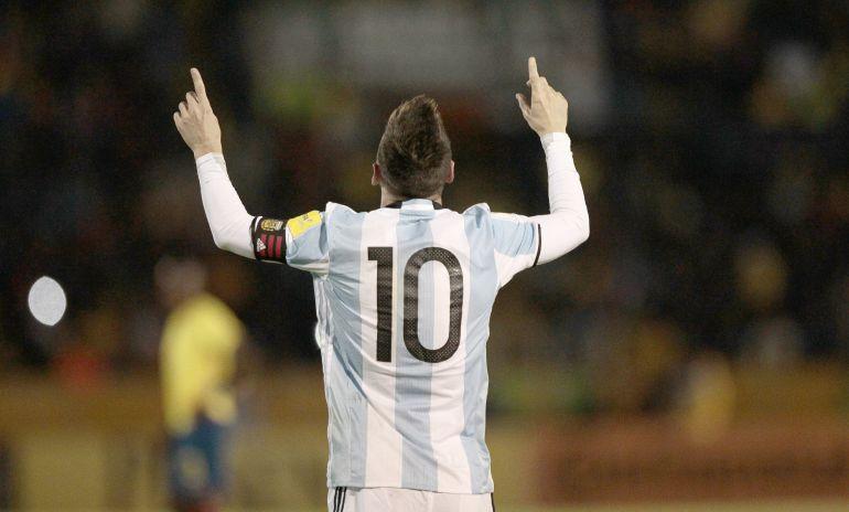 Messi celebra su tercer gol contra Ecuador