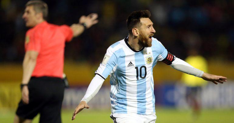 Leo Messi celebra uno de sus goles a Ecuador.