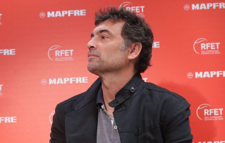 Sergi Bruguera atiende a la prensa en su presentación como capitán