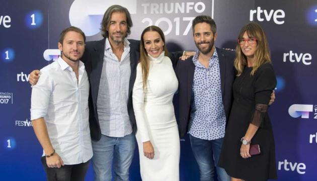 De izquierda a derecha: Joe Pérez-Orive, Manuel Martos, Mónica Naranjo, Roberto Leal, y Noemí Galera