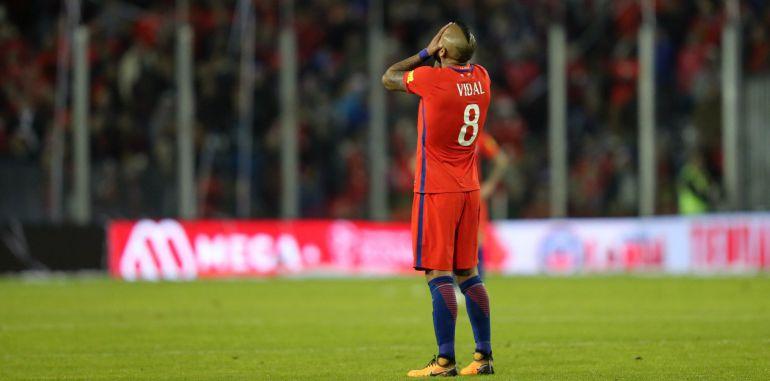 Arturo Vidal se lamenta