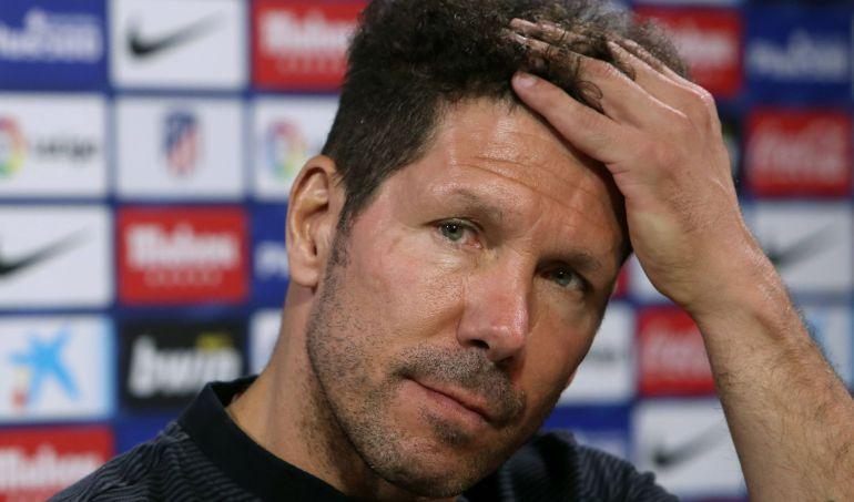 Simeone se mesa los cabellos en rueda de prensa